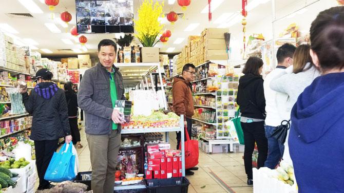Nhiều hách hàng thích thú khi sử dụng sản phẩm hòa tan trái cây của Meet More